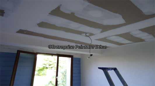 Poser du placo au plafond sur suspente bois à Courcouronnes