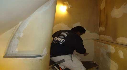 Peinture intérieur rénovation contre l'humidité cage d'escalier d'immeuble