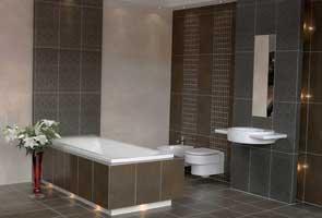 Repeindre un plafond d'une salle de bain