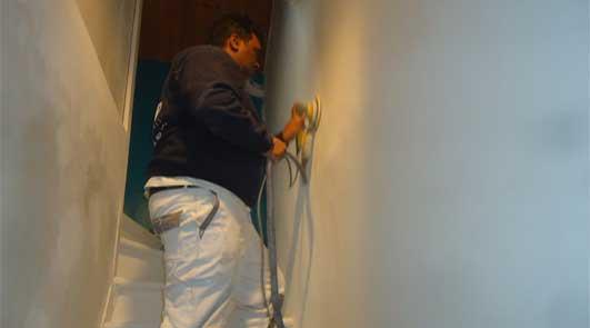 Devis rénovation en intérieur des murs d'escalier en peinture