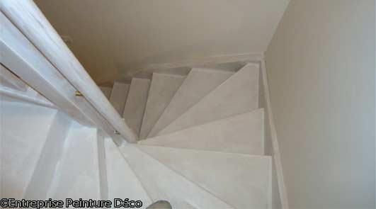 Rénovation de peinture de sol résine l'escalier bois intérieur