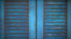 Rénovation la peinture des volets en bois